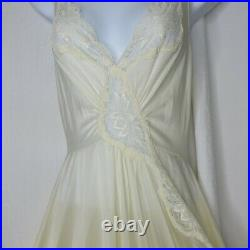Vintage 70s OLGA Long Full Sweeping Nightgown Large Style 92170 New Old Stock